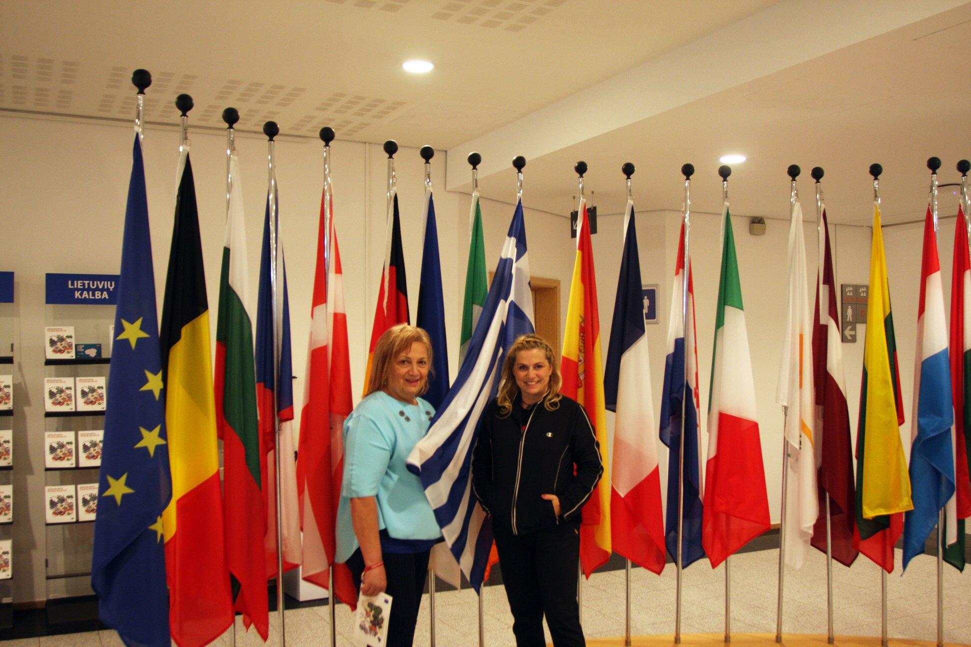 Ευγενία Φραγκούλη και Αθηνά Κρικέλη στην ημερίδα για την Πολιτιστική Προσβασιμότητα ατόμων με αναπηρία.